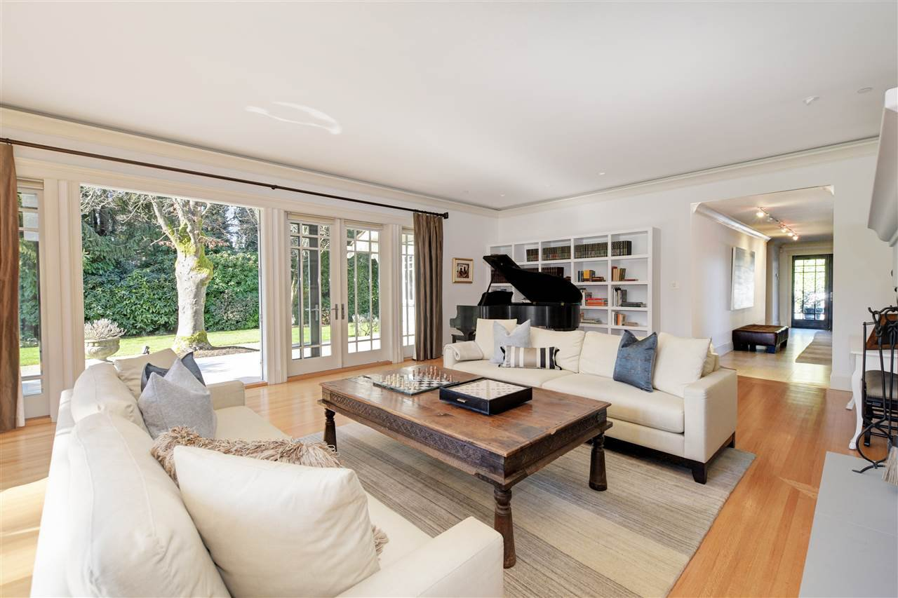 """Photo 5: Photos: 6630 BLENHEIM Street in Vancouver: Southlands House for sale in """"SOUTHLANDS EQUESTRIAN VILLAGE"""" (Vancouver West)  : MLS®# R2381725"""