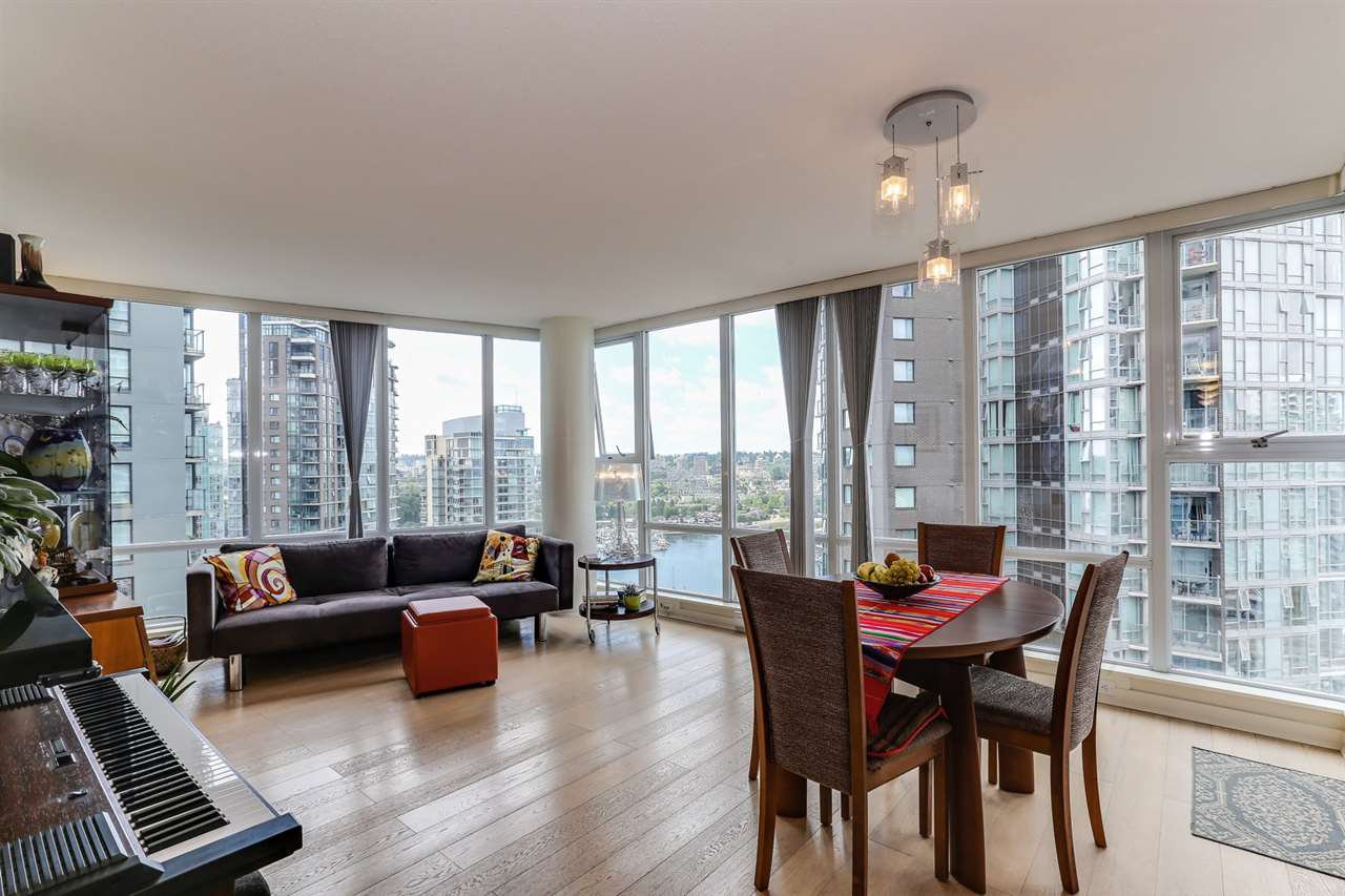 "Main Photo: 2302 550 PACIFIC Street in Vancouver: Yaletown Condo for sale in ""AQUA AT THE PARK"" (Vancouver West)  : MLS®# R2383341"