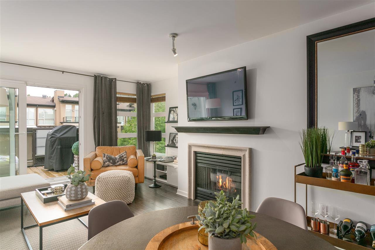 "Photo 3: Photos: 409 2181 W 12TH Avenue in Vancouver: Kitsilano Condo for sale in ""Carlings"" (Vancouver West)  : MLS®# R2405478"