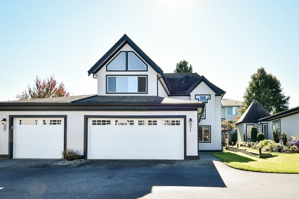 "Main Photo: 31 8567 164 Street in Surrey: Fleetwood Tynehead Townhouse for sale in ""MONTA ROSA"" : MLS®# R2503379"