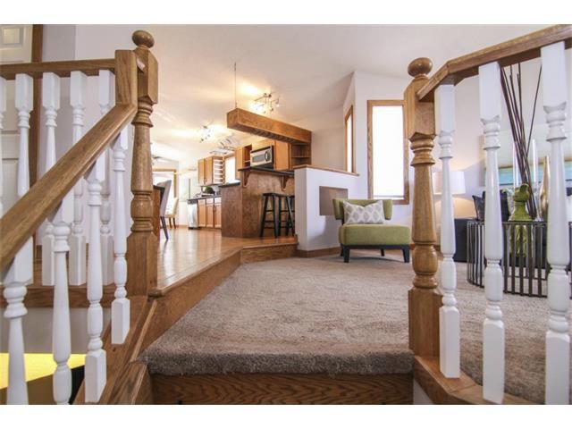 Photo 2: Photos: 25 HARVEST GLEN Court NE in Calgary: Harvest Hills House for sale : MLS®# C3650291