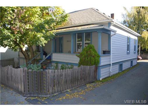 Main Photo: 2013 Fernwood Rd in VICTORIA: Vi Fernwood Single Family Detached for sale (Victoria)  : MLS®# 714628