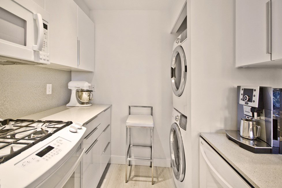 """Photo 6: Photos: GR-3J 1077 MARINASIDE Crescent in Vancouver: Yaletown Condo for sale in """"MARINASIDE RESORT"""" (Vancouver West)  : MLS®# R2050287"""