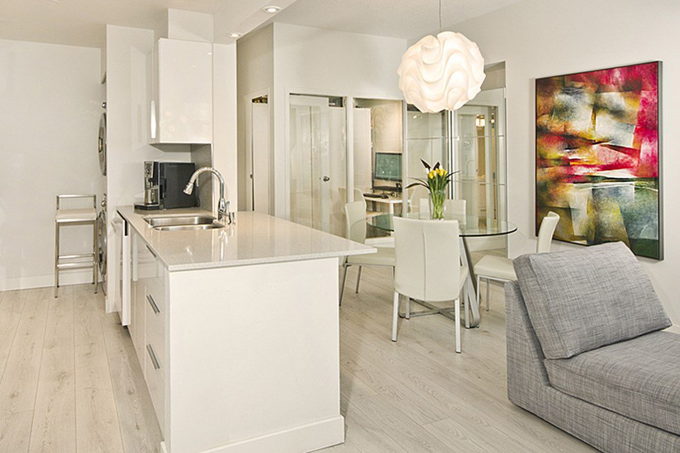 """Photo 4: Photos: GR-3J 1077 MARINASIDE Crescent in Vancouver: Yaletown Condo for sale in """"MARINASIDE RESORT"""" (Vancouver West)  : MLS®# R2050287"""