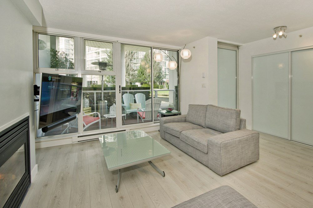 """Photo 3: Photos: GR-3J 1077 MARINASIDE Crescent in Vancouver: Yaletown Condo for sale in """"MARINASIDE RESORT"""" (Vancouver West)  : MLS®# R2050287"""