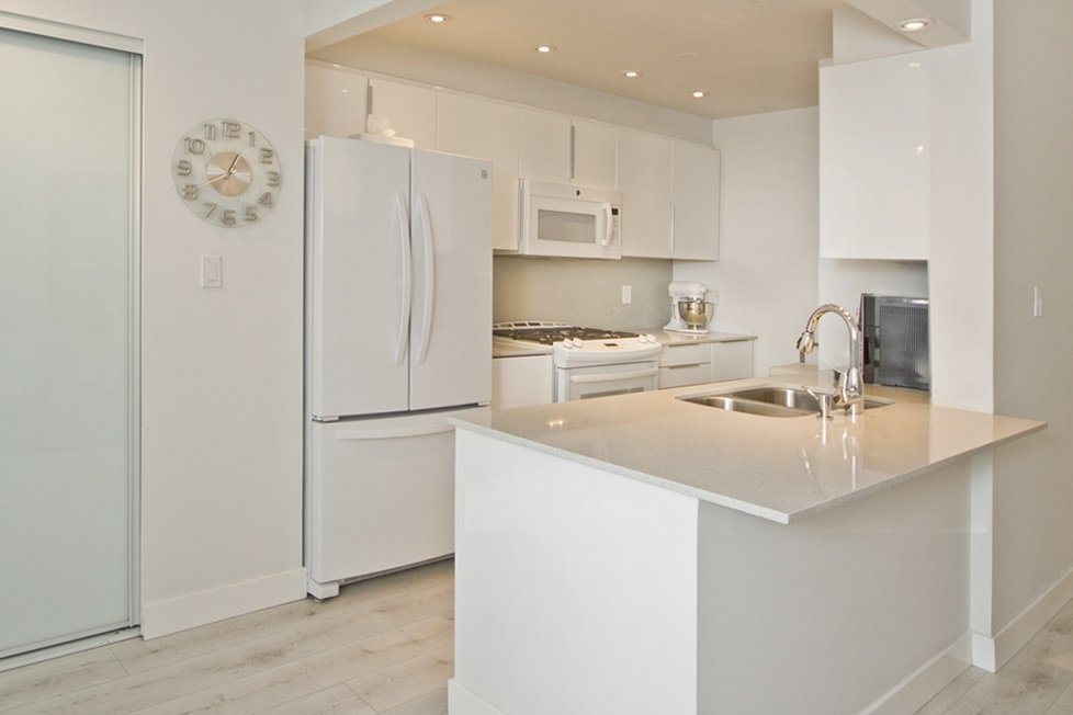 """Photo 5: Photos: GR-3J 1077 MARINASIDE Crescent in Vancouver: Yaletown Condo for sale in """"MARINASIDE RESORT"""" (Vancouver West)  : MLS®# R2050287"""