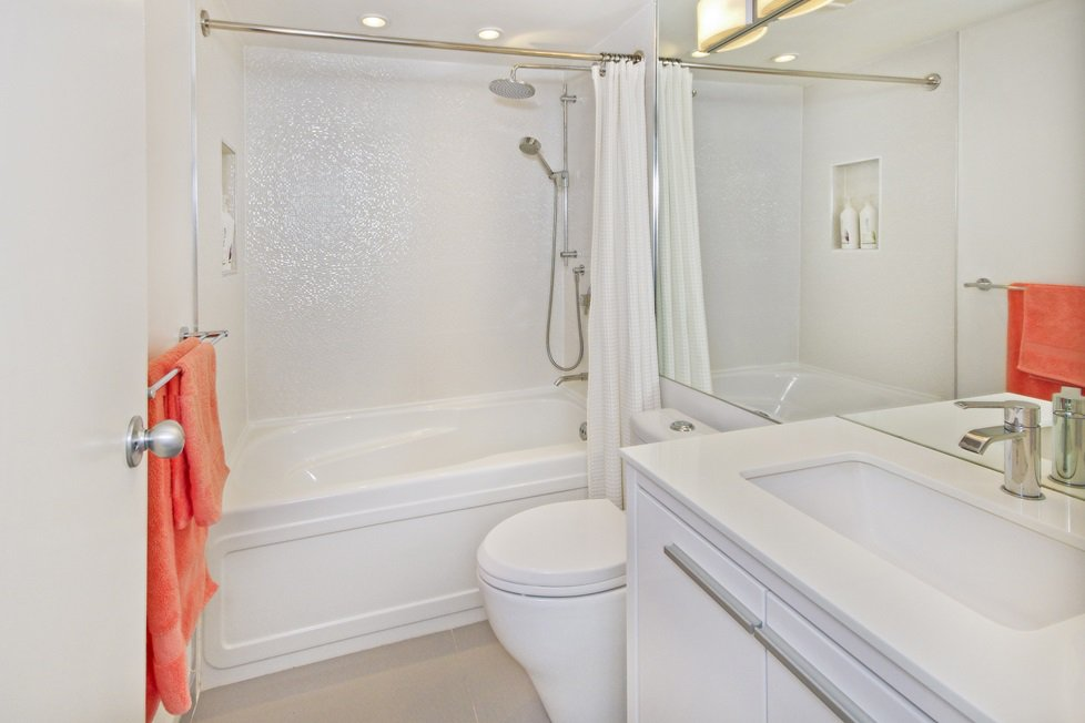 """Photo 12: Photos: GR-3J 1077 MARINASIDE Crescent in Vancouver: Yaletown Condo for sale in """"MARINASIDE RESORT"""" (Vancouver West)  : MLS®# R2050287"""