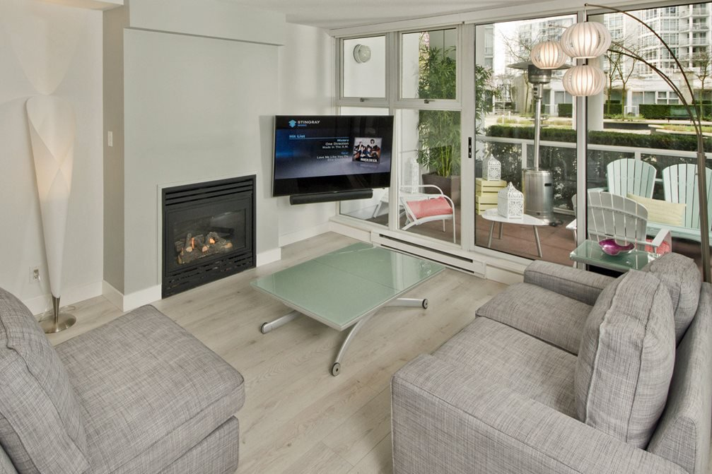 """Photo 2: Photos: GR-3J 1077 MARINASIDE Crescent in Vancouver: Yaletown Condo for sale in """"MARINASIDE RESORT"""" (Vancouver West)  : MLS®# R2050287"""