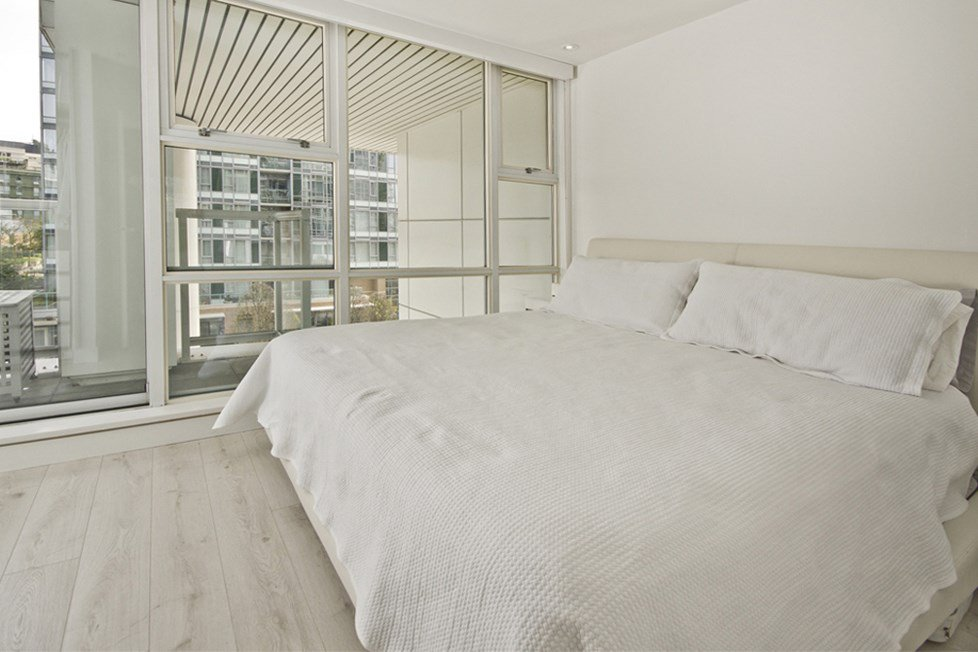 """Photo 9: Photos: GR-3J 1077 MARINASIDE Crescent in Vancouver: Yaletown Condo for sale in """"MARINASIDE RESORT"""" (Vancouver West)  : MLS®# R2050287"""