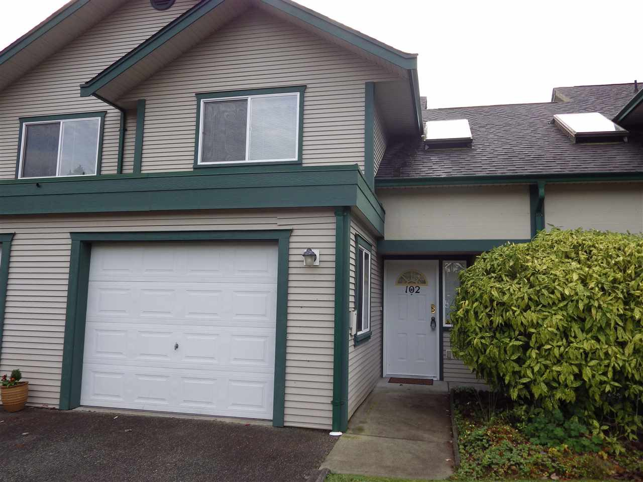 Main Photo: 102 5711 EBBTIDE Street in Sechelt: Sechelt District Townhouse for sale (Sunshine Coast)  : MLS®# R2122555