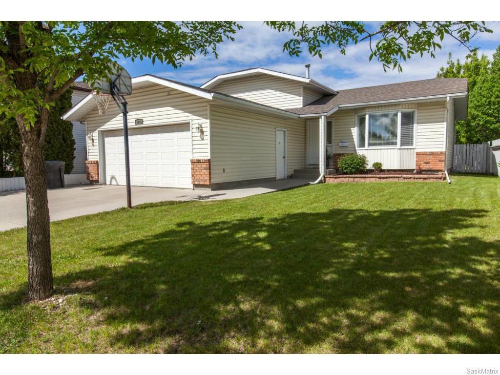 Main Photo: 1203 Kingsmere Boulevard in Saskatoon: Lakeridge Single Family Dwelling for sale (Saskatoon Area 01)  : MLS®# 611562