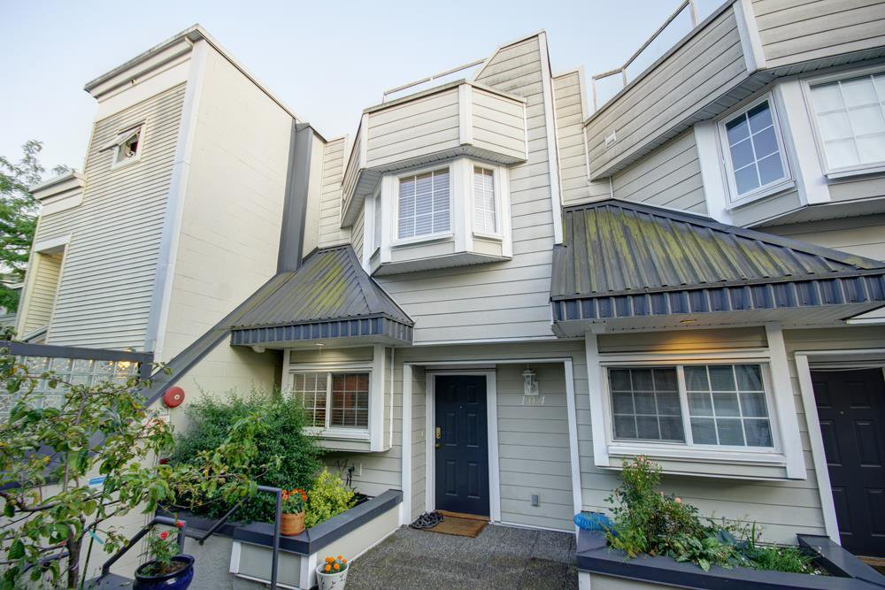 Main Photo: 104 3753 W 10TH Avenue in Vancouver: Point Grey Townhouse for sale (Vancouver West)  : MLS®# R2210216