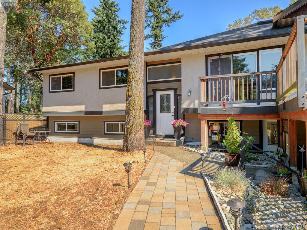 Main Photo: 3185 Monnington Pl in VICTORIA: La Glen Lake Half Duplex for sale (Langford)  : MLS®# 793814