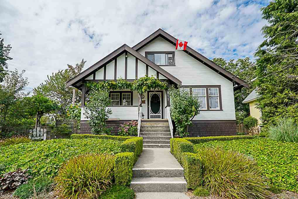 Main Photo: 911 EDINBURGH Street in New Westminster: Moody Park House for sale : MLS®# R2300846