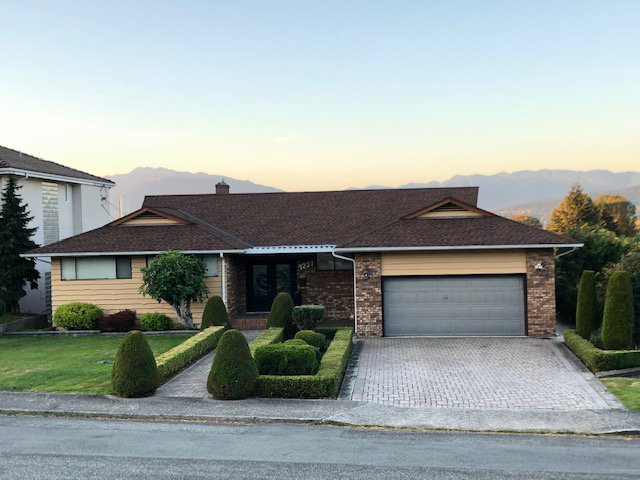 Main Photo: 4237 HAZELWOOD Crescent in Burnaby: House for sale