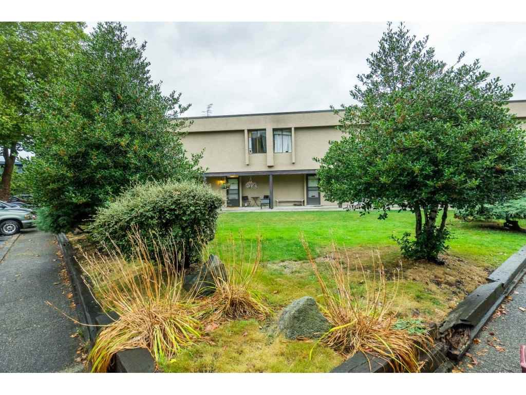 """Main Photo: 60 17710 60 Avenue in Surrey: Cloverdale BC Townhouse for sale in """"CLOVER PARK GARDENS"""" (Cloverdale)  : MLS®# R2501232"""