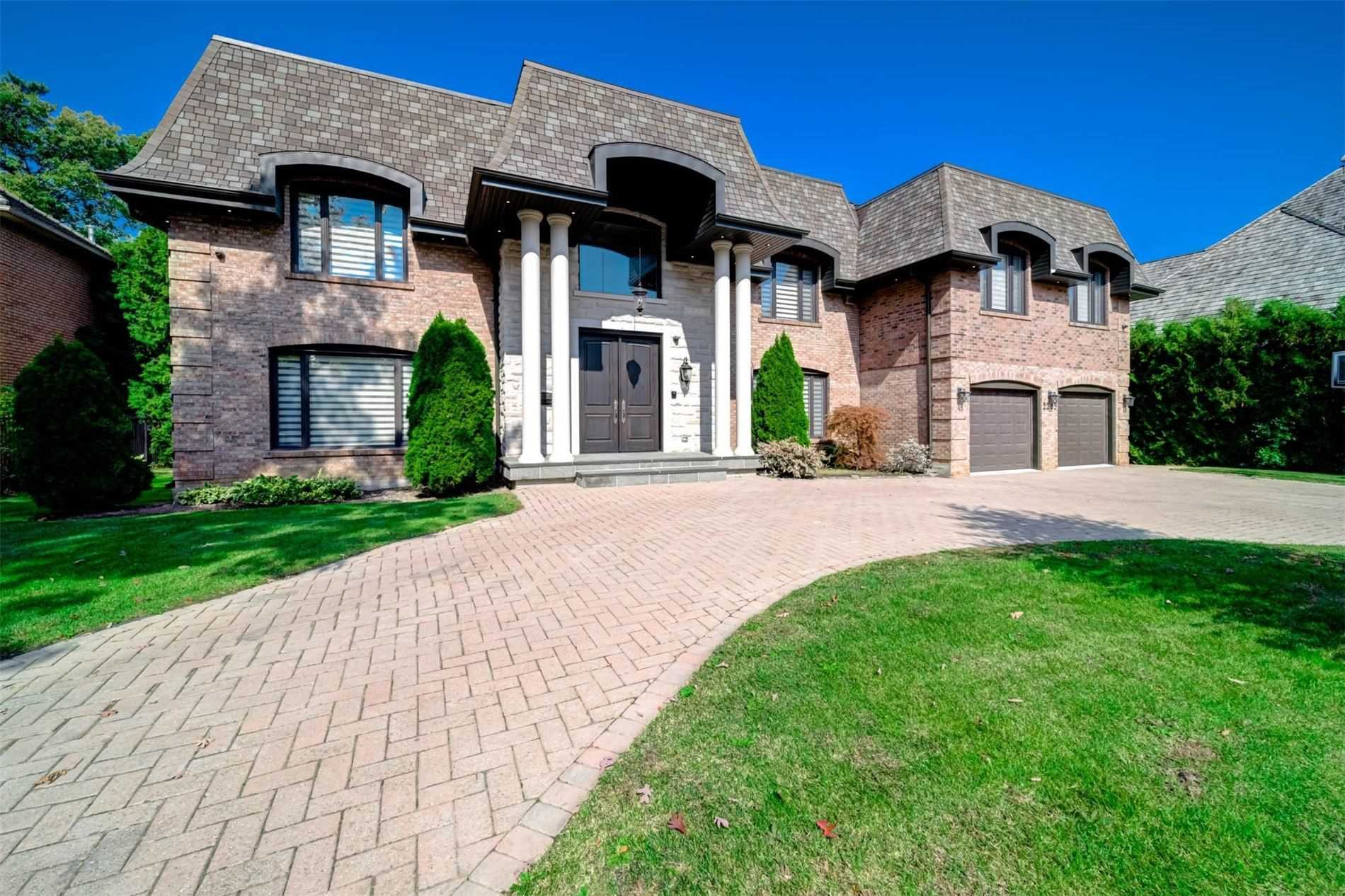 Main Photo: 2285 Shawanaga Tr in Mississauga: Sheridan Freehold for sale : MLS®# W4934055