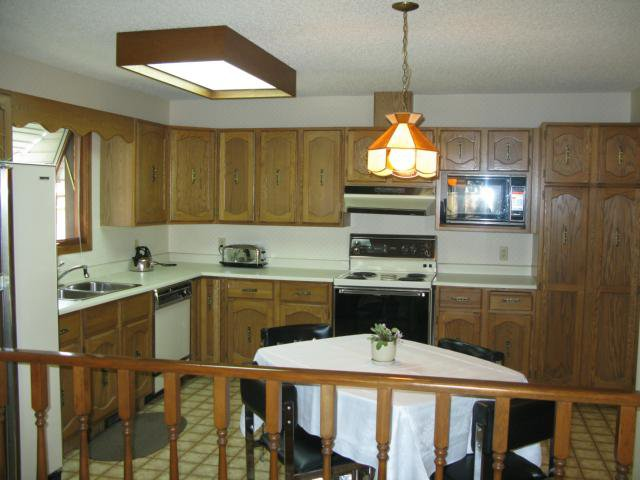 Photo 8: Photos: 10 Royal York Drive in WINNIPEG: River Heights / Tuxedo / Linden Woods Residential for sale (South Winnipeg)  : MLS®# 1113514