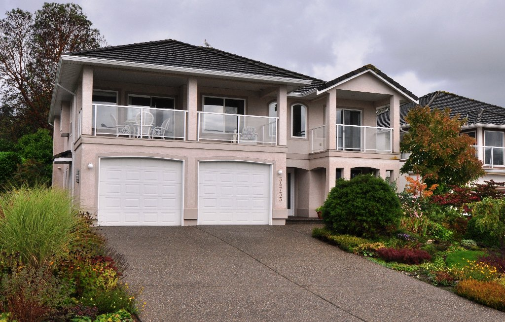 """Main Photo: 34733 PAKENHAM Place in Mission: Hatzic House for sale in """"Riverbend Estates"""" : MLS®# F1125828"""
