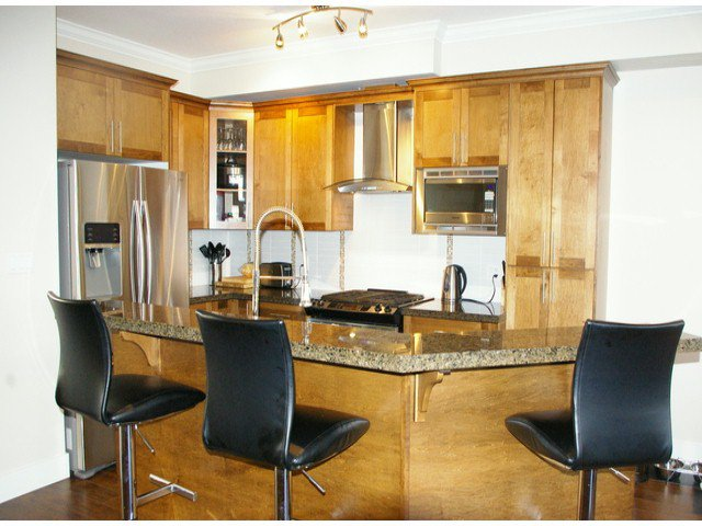 """Photo 3: Photos: 21139 80TH Avenue in Langley: Willoughby Heights Townhouse for sale in """"YORKVILLE"""" : MLS®# F1401445"""