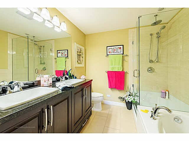 "Photo 11: Photos: 269 8328 207A Street in Langley: Willoughby Heights Condo for sale in ""Walnut Ridge One - Yorkson"" : MLS®# F1446991"