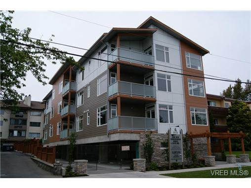 Main Photo: 402 1540 Belcher Ave in VICTORIA: Vi Jubilee Condo Apartment for sale (Victoria)  : MLS®# 711918