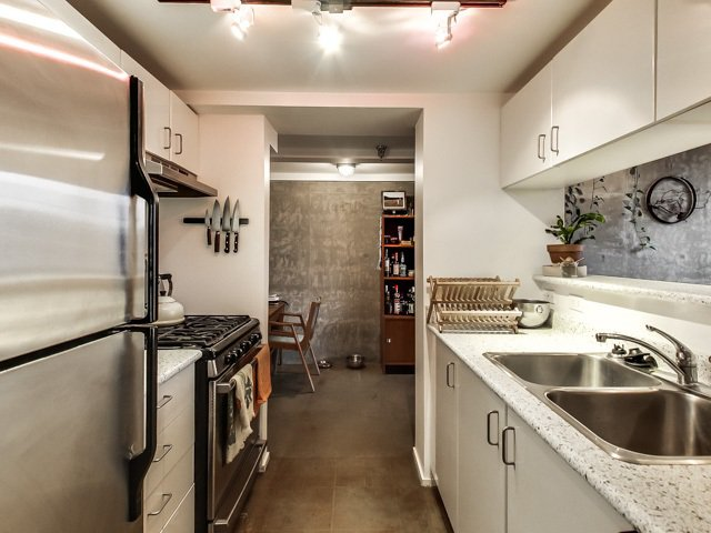 """Photo 7: Photos: 303 2001 WALL Street in Vancouver: Hastings Condo for sale in """"CANNERY ROW"""" (Vancouver East)  : MLS®# R2035448"""