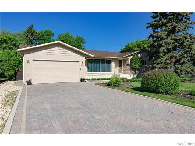 Main Photo: 680 Community Row in Winnipeg: Charleswood Residential for sale (South Winnipeg)  : MLS®# 1614494