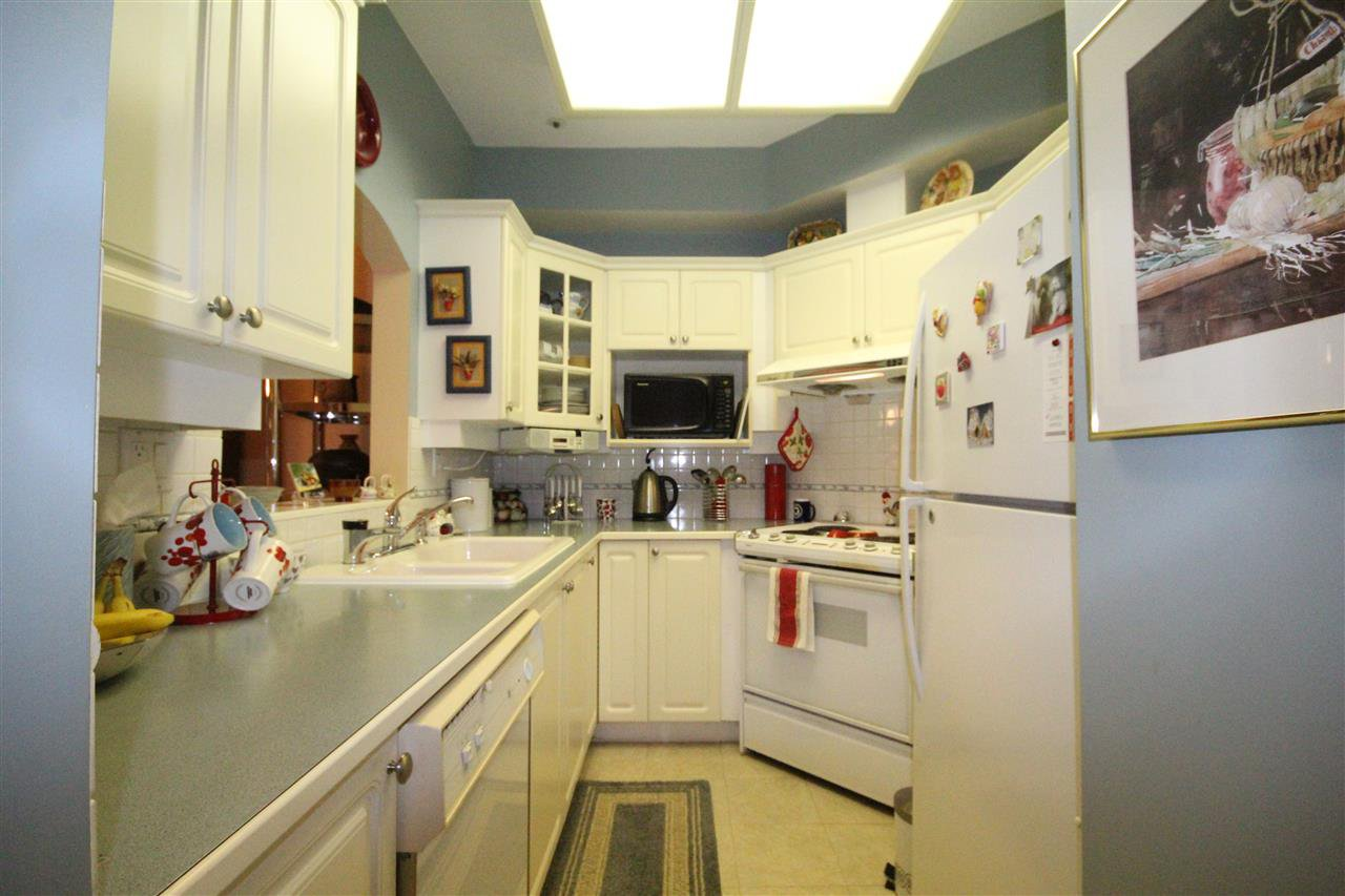 """Main Photo: 103 3621 W 26TH Avenue in Vancouver: Dunbar Condo for sale in """"Dunbar House"""" (Vancouver West)  : MLS®# R2092260"""