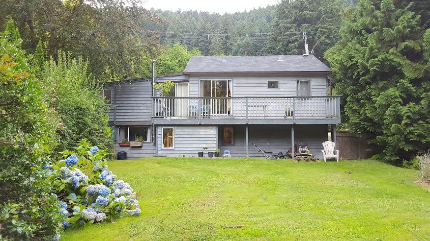 Main Photo: 1317 EAGLECLIFF Road: Bowen Island House for sale : MLS®# R2093088