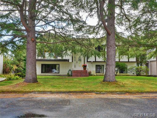 Main Photo: 1863 Penshurst Rd in VICTORIA: SE Gordon Head House for sale (Saanich East)  : MLS®# 743089