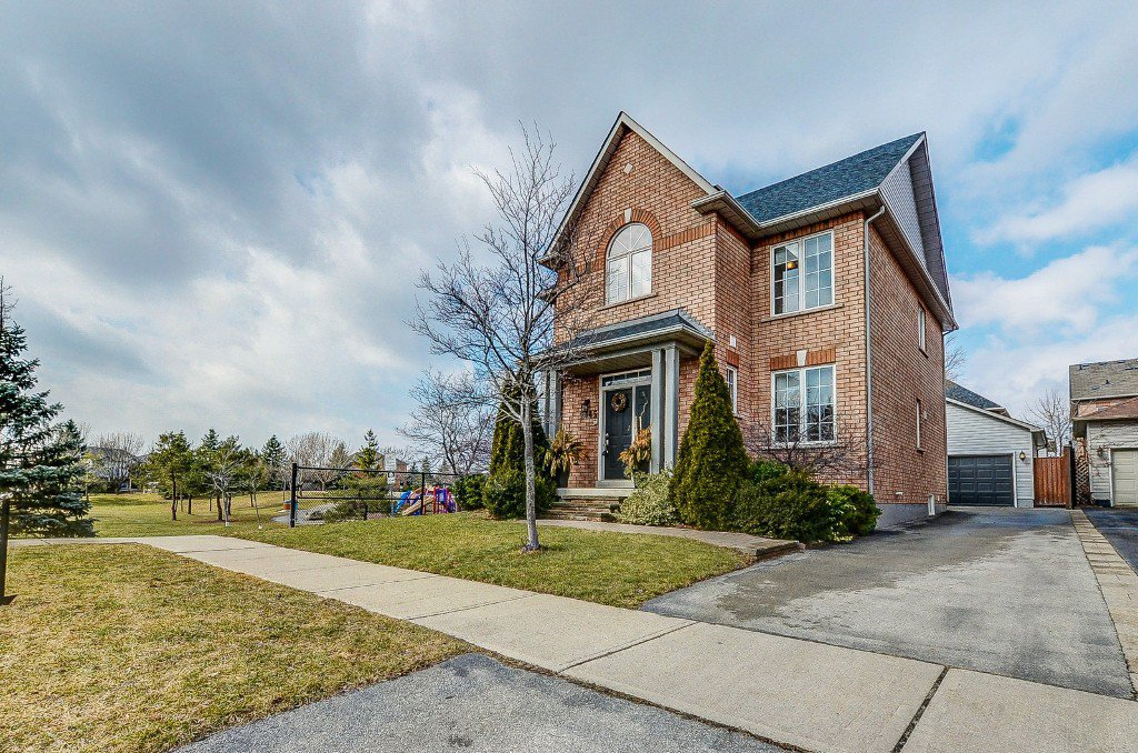 Main Photo: 2445 Sunnyhurst Close in Oakville: River Oaks House (2-Storey) for sale : MLS®# W3712477