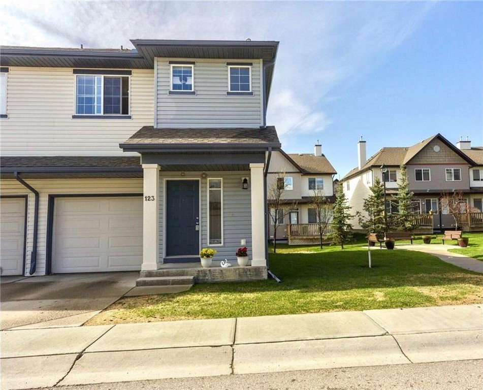 Main Photo: 123 EVERRIDGE Gardens SW in Calgary: Evergreen House for sale : MLS®# C4116802