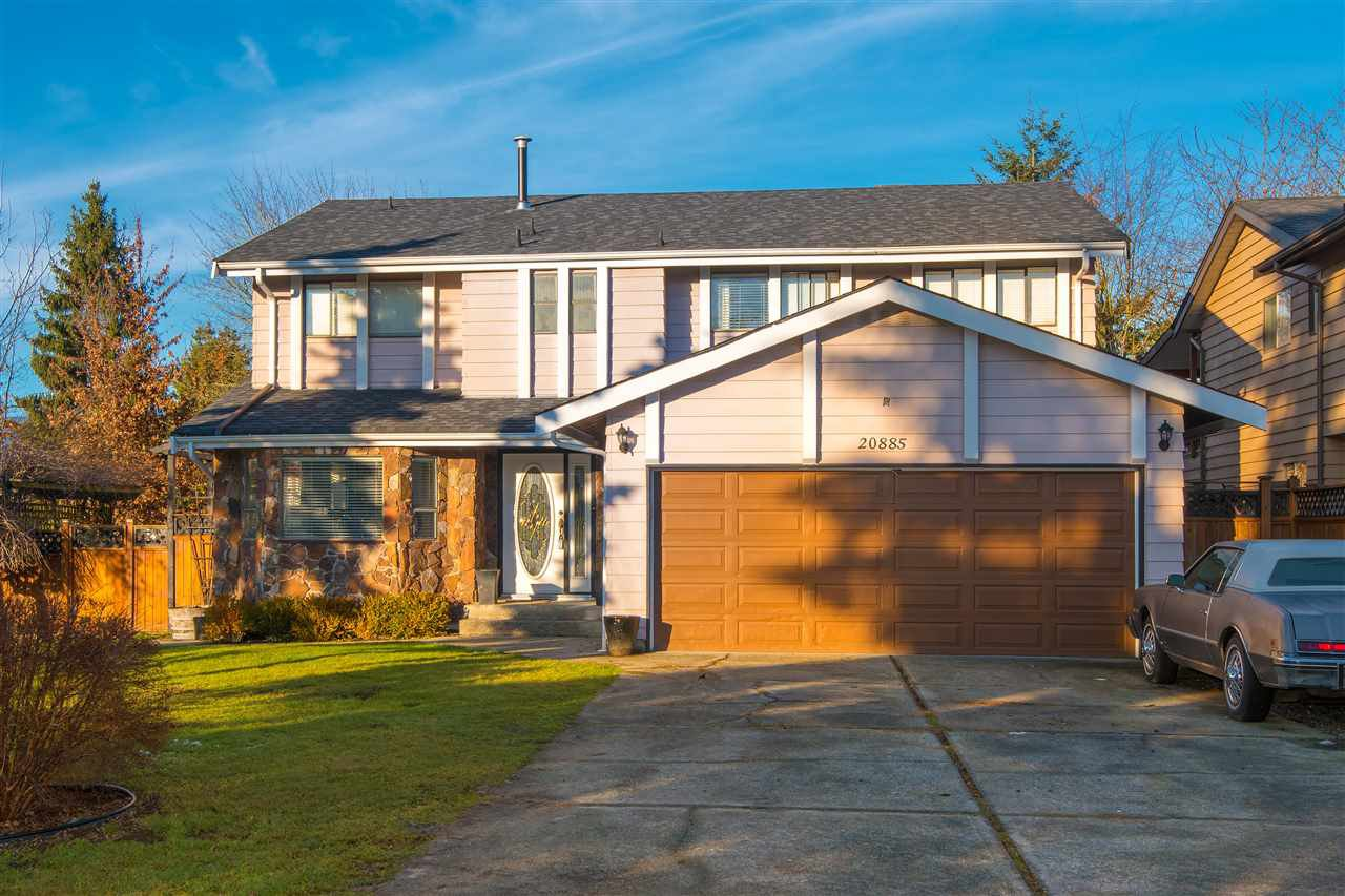 "Main Photo: 20885 MEADOW Place in Maple Ridge: Northwest Maple Ridge House for sale in ""CHILCOTIN PARK"" : MLS®# R2230366"