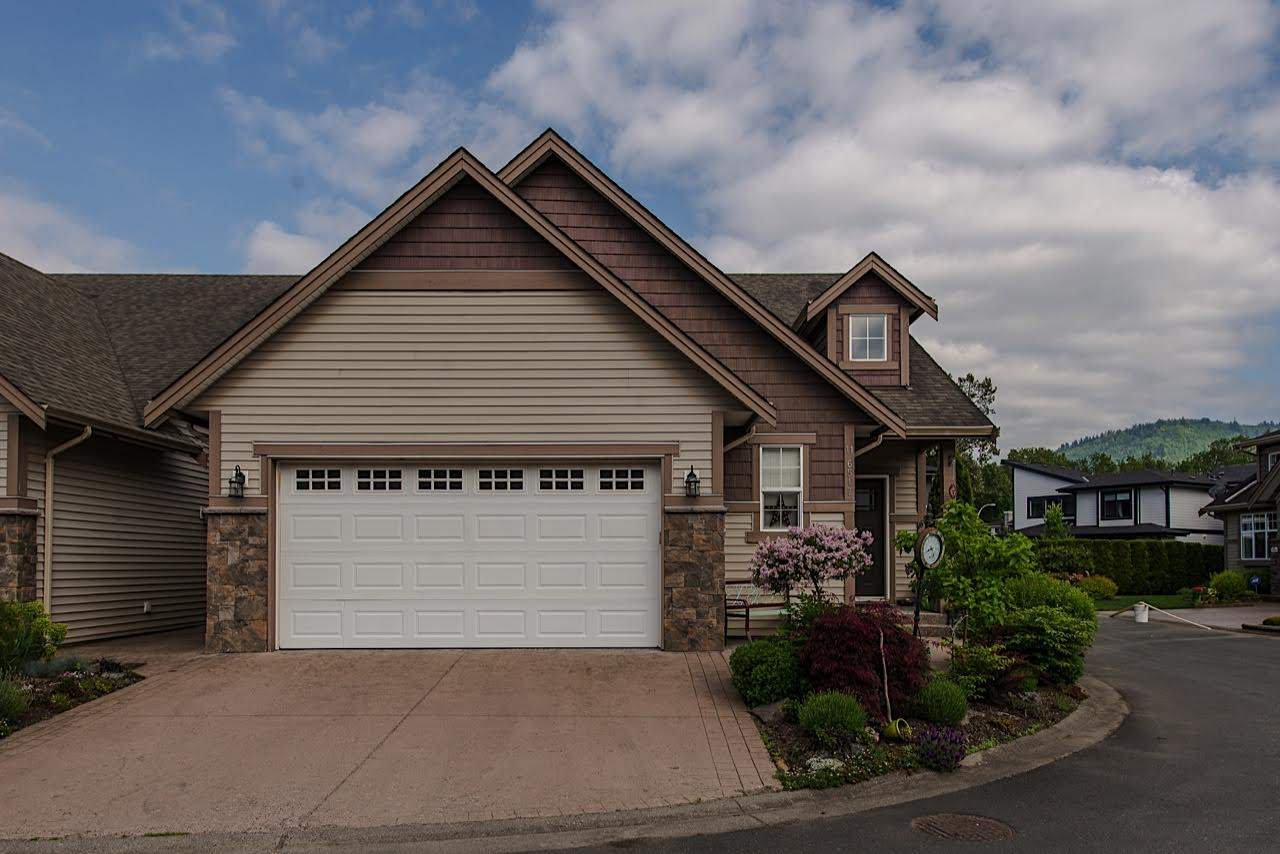 """Main Photo: 11 6517 LAVENDER Place in Sardis: Sardis East Vedder Rd House for sale in """"GREEN MEADOWS"""" : MLS®# R2253309"""