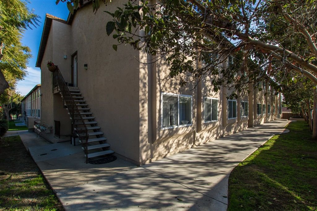Main Photo: SAN DIEGO Condo for sale : 2 bedrooms : 3265 Ocean View Blvd #8