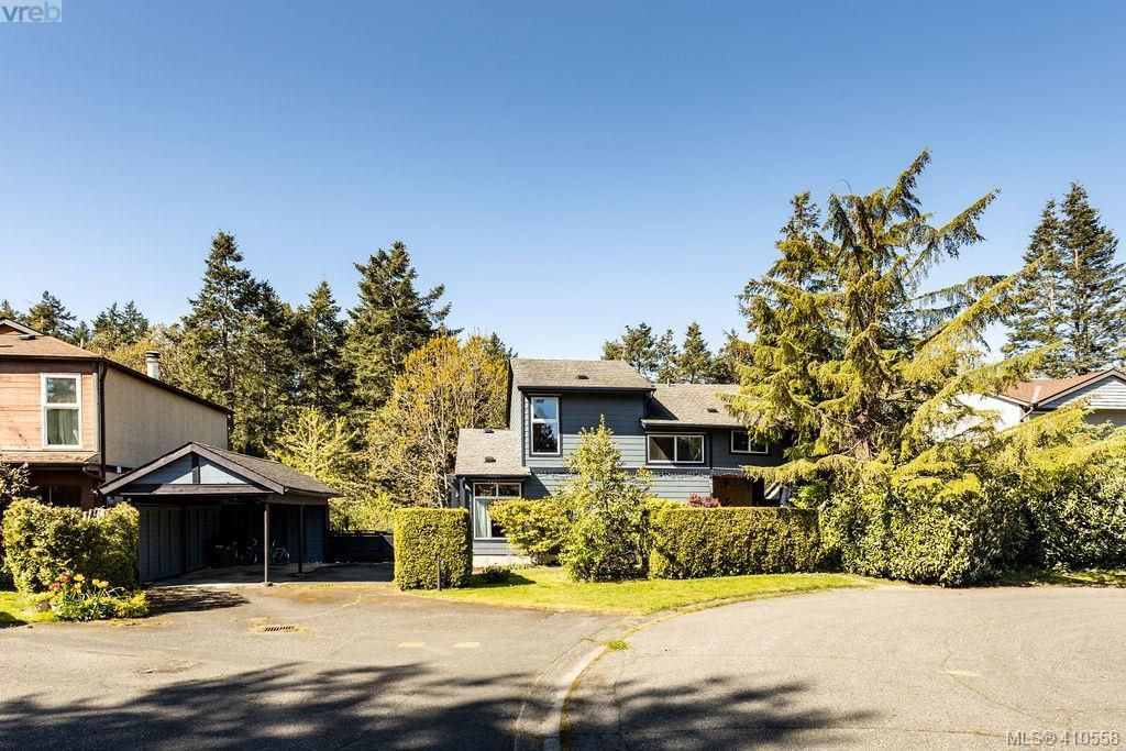Main Photo: 685 Daffodil Avenue in VICTORIA: SW Marigold Single Family Detached for sale (Saanich West)  : MLS®# 410558