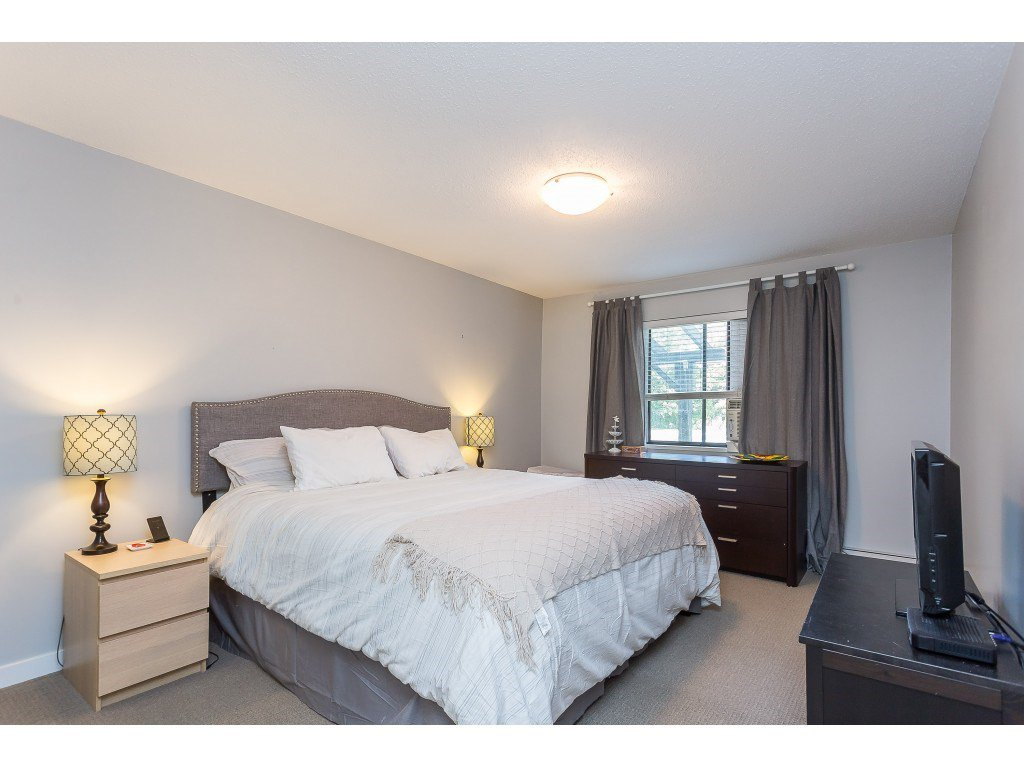 "Photo 13: Photos: 201 33450 GEORGE FERGUSON Way in Abbotsford: Central Abbotsford Condo for sale in ""Valley Ridge"" : MLS®# R2382823"