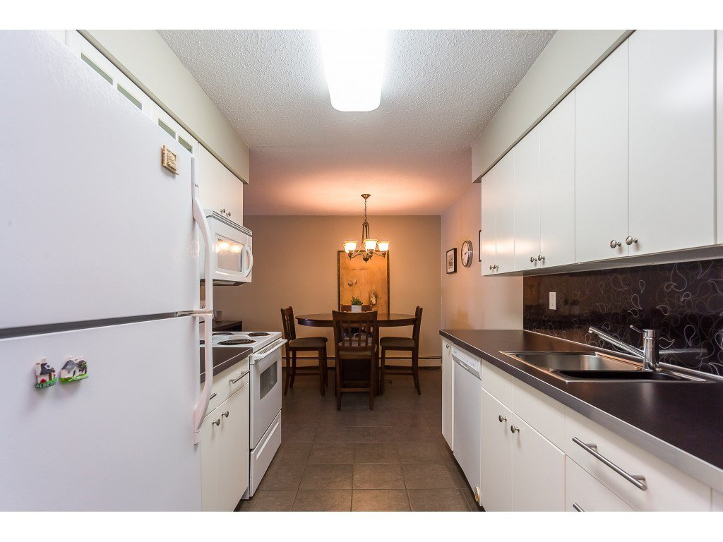 "Photo 3: Photos: 201 33450 GEORGE FERGUSON Way in Abbotsford: Central Abbotsford Condo for sale in ""Valley Ridge"" : MLS®# R2382823"