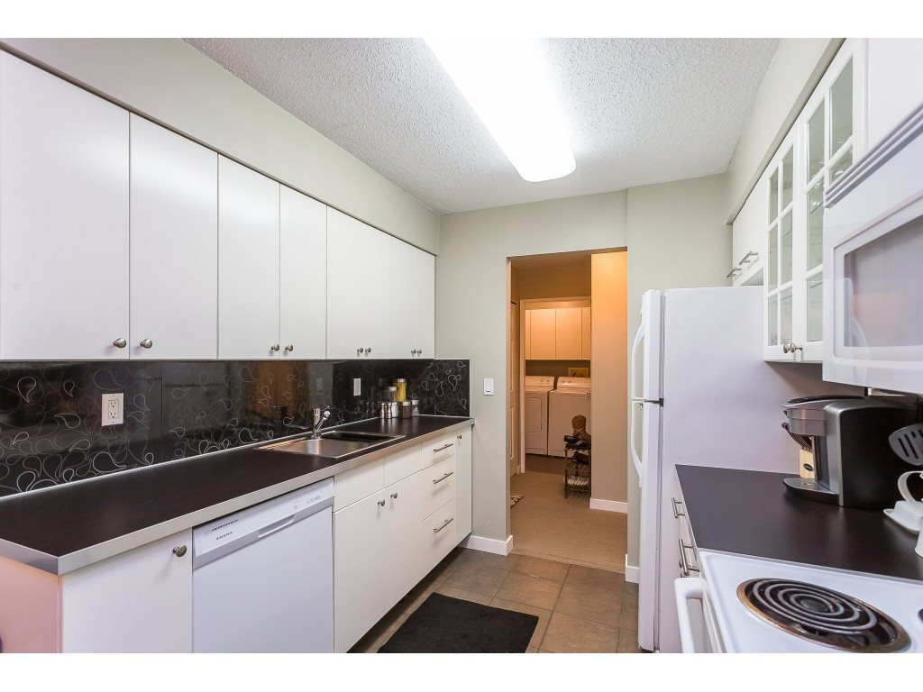 "Photo 6: Photos: 201 33450 GEORGE FERGUSON Way in Abbotsford: Central Abbotsford Condo for sale in ""Valley Ridge"" : MLS®# R2382823"