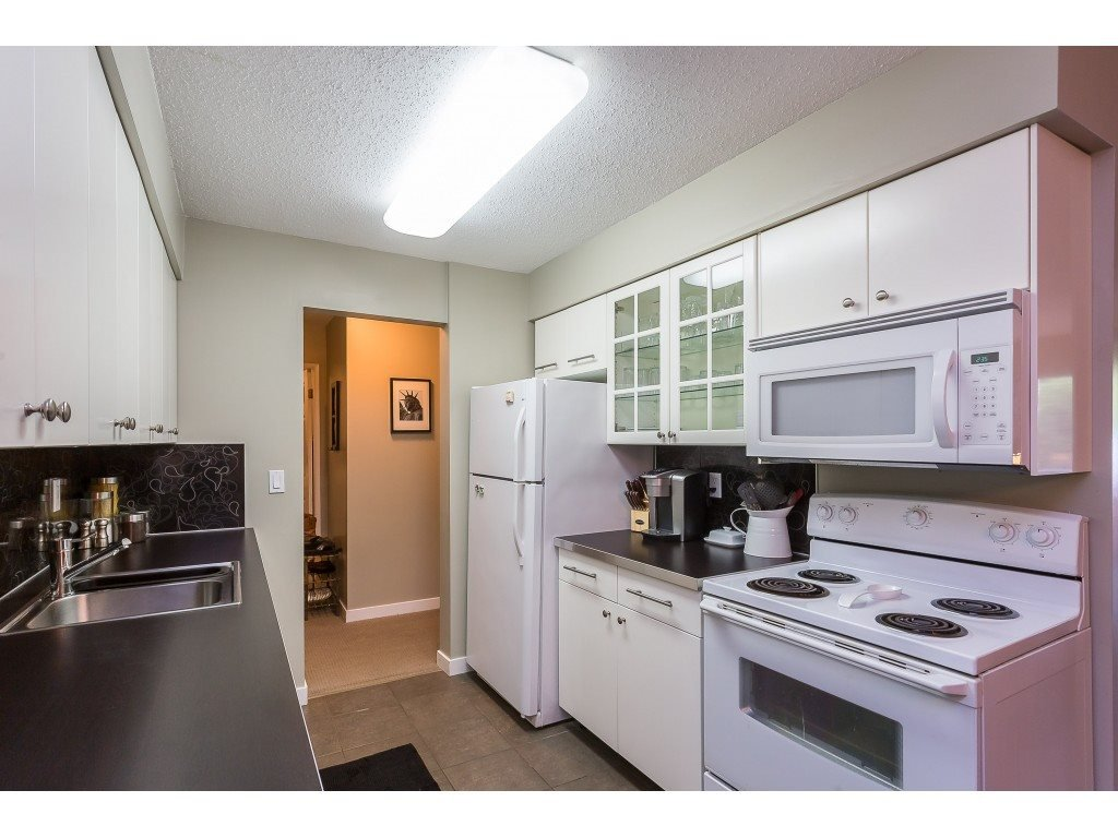 "Photo 5: Photos: 201 33450 GEORGE FERGUSON Way in Abbotsford: Central Abbotsford Condo for sale in ""Valley Ridge"" : MLS®# R2382823"
