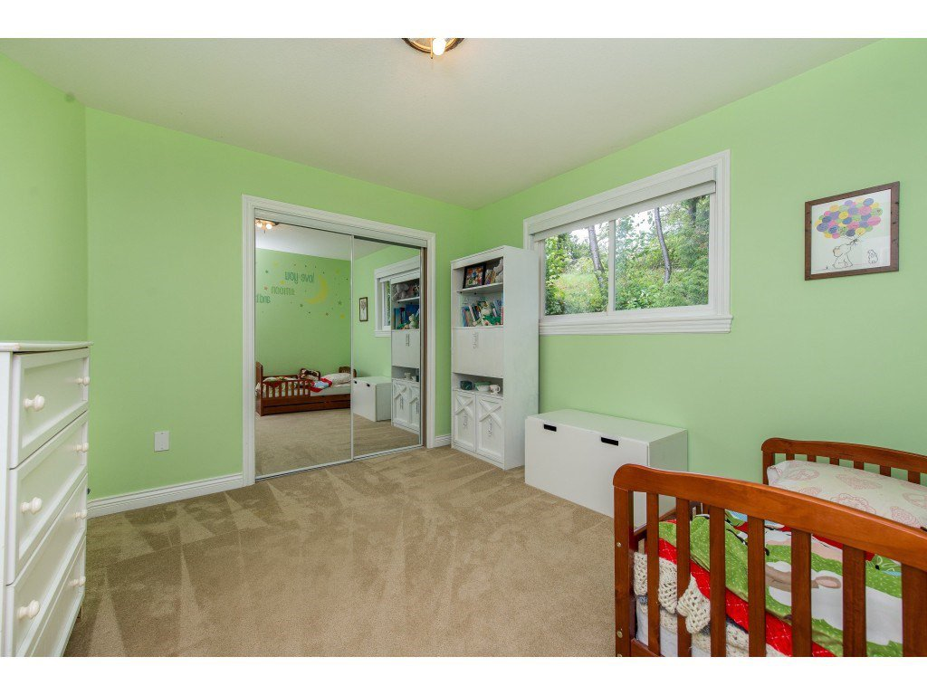 Photo 13: Photos: 8282 CADE BARR Street in Mission: Mission BC House for sale : MLS®# R2394502