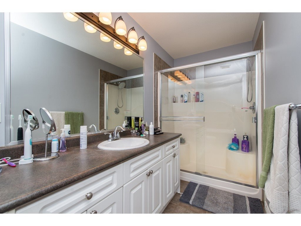 Photo 12: Photos: 8282 CADE BARR Street in Mission: Mission BC House for sale : MLS®# R2394502