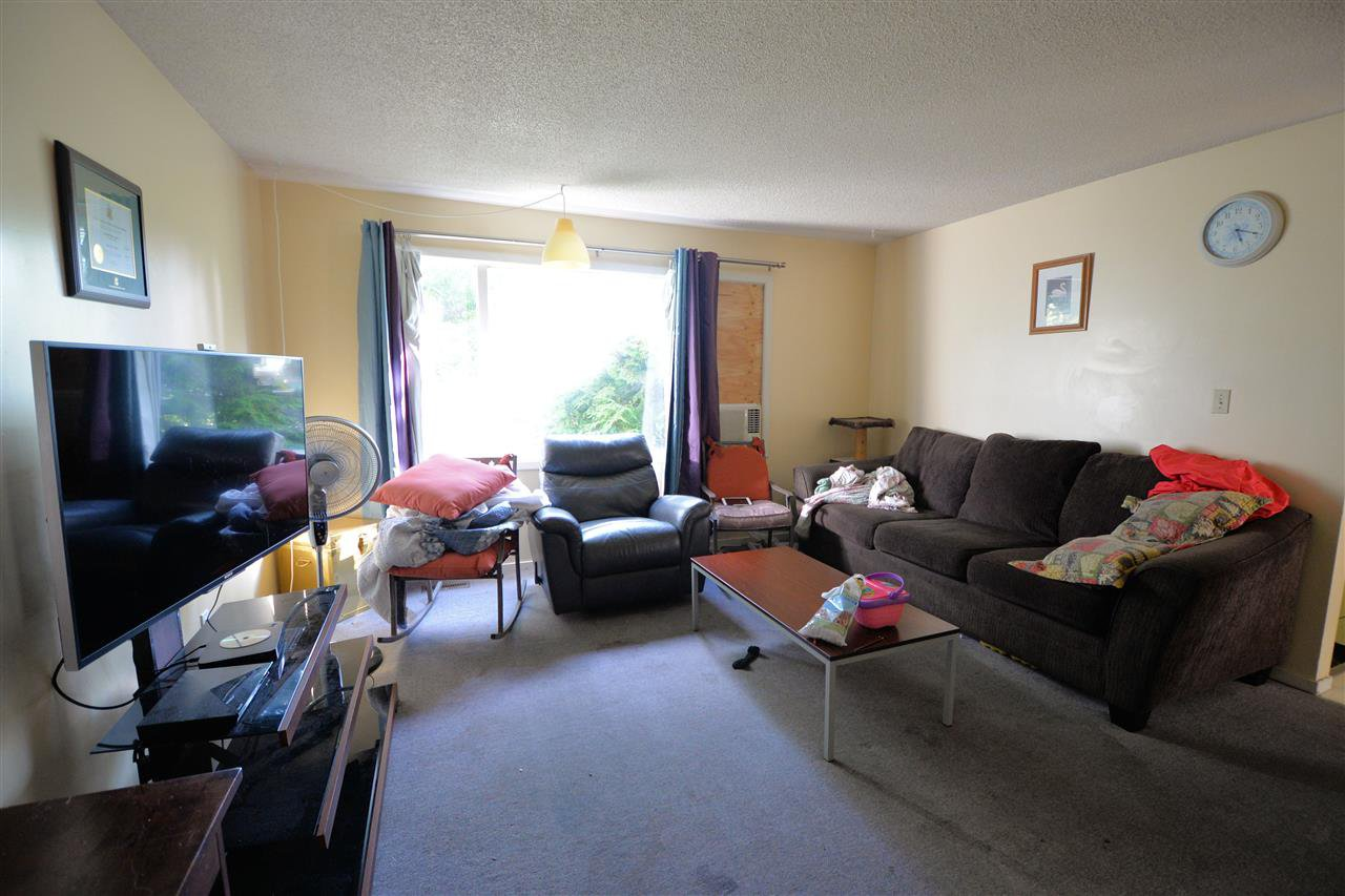 """Photo 4: Photos: 1462 - 1464 VILLAGE Avenue in Prince George: South Fort George House Triplex for sale in """"SOUTH FORT GEORGE"""" (PG City Central (Zone 72))  : MLS®# R2399099"""