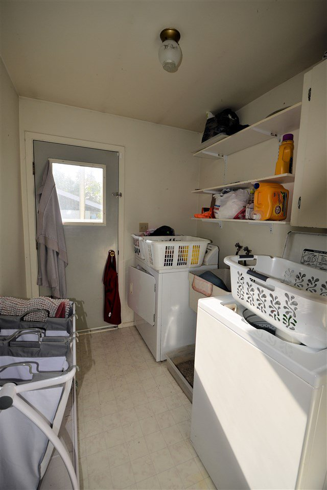 """Photo 5: Photos: 1462 - 1464 VILLAGE Avenue in Prince George: South Fort George House Triplex for sale in """"SOUTH FORT GEORGE"""" (PG City Central (Zone 72))  : MLS®# R2399099"""