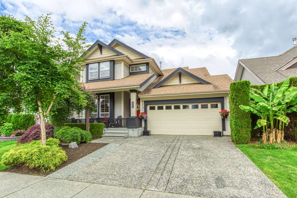 Main Photo: 20087 71 Avenue in Langley: Willoughby Heights House for sale : MLS®# R2466889
