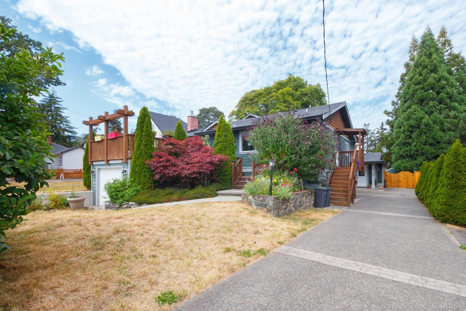 Main Photo: 904A Old Esquimalt Rd in : Es Old Esquimalt Half Duplex for sale (Esquimalt)  : MLS®# 850722