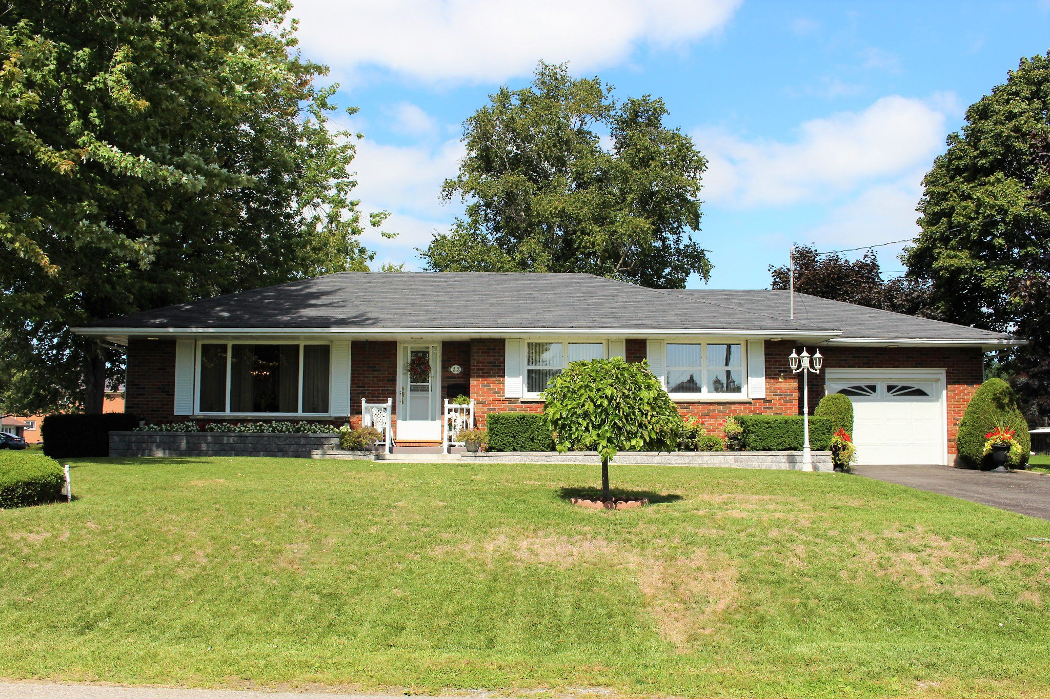 Main Photo: 22 Moore Drive in Port Hope: Residential Detached for sale : MLS®# 40020393