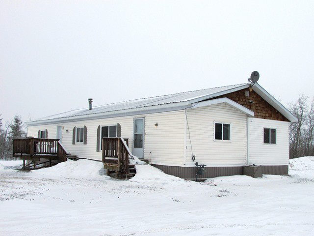 "Main Photo: 5246 PEACEVIEW Road in Fort St. John: Fort St. John - Rural E 100th Manufactured Home for sale in ""NORTH TAYLOR"" (Fort St. John (Zone 60))  : MLS®# N233162"