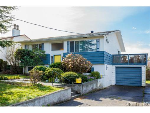 Main Photo: 1753 Kenmore Rd in VICTORIA: SE Lambrick Park House for sale (Saanich East)  : MLS®# 695471
